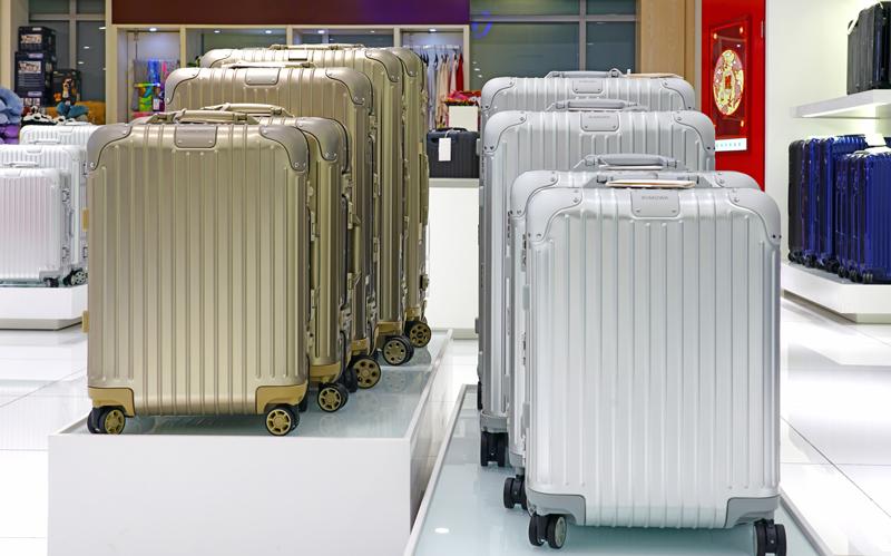 アルミスーツケースは人気ブランドのアイテムから選ぶ方法もおすすめ