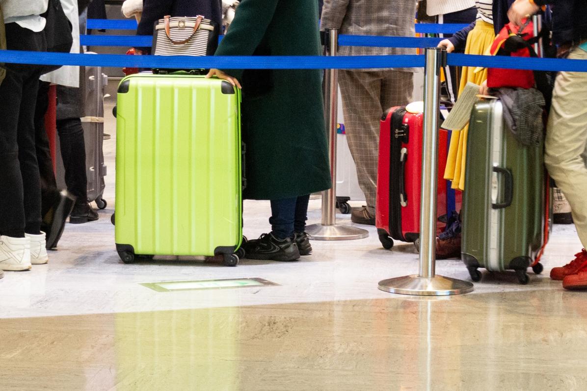 スーツケースを押して運べる4輪キャスター