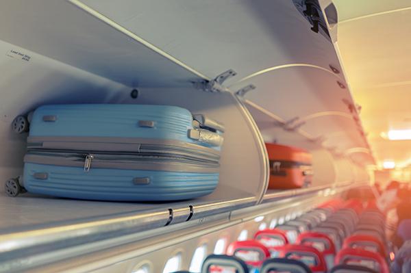 ブランドのスーツケースは機内持ち込みか受託手荷物でサイズで選ぶ