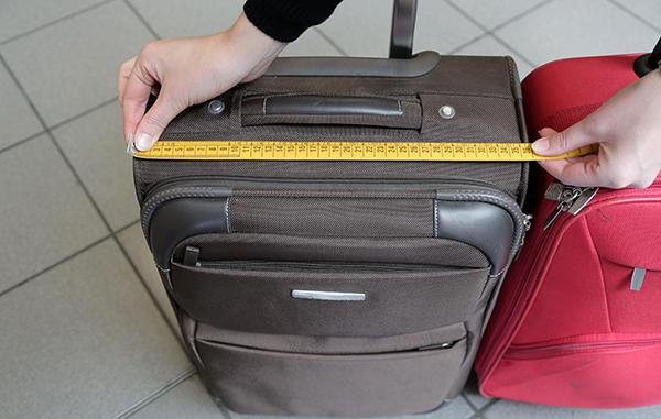 宿泊日数や機内持ち込みに合わせたスーツケースのサイズ選び