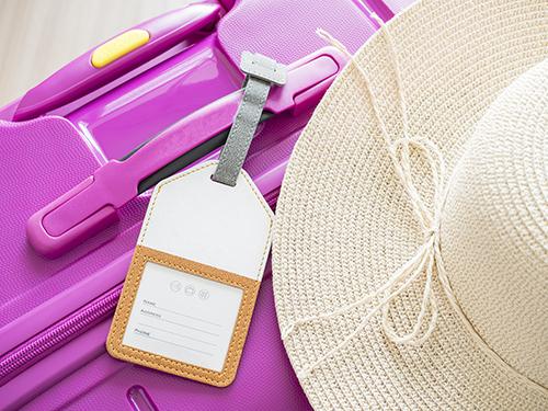 スーツケースの目印にかわいいトラベルネームタグ