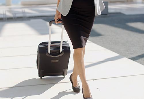 ビジネスにも使える大人可愛いスーツケース