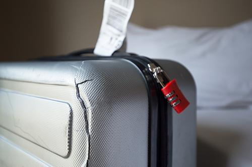 スーツケースのボディの亀裂修理