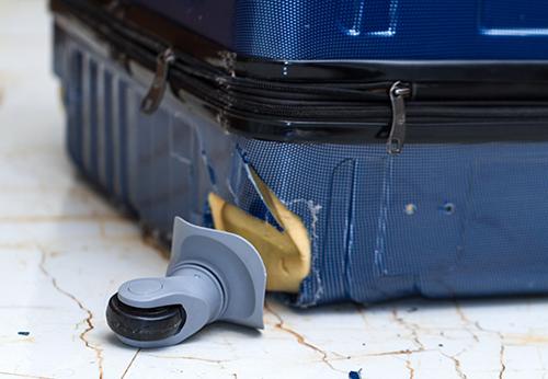 スーツケースのキャスター修理