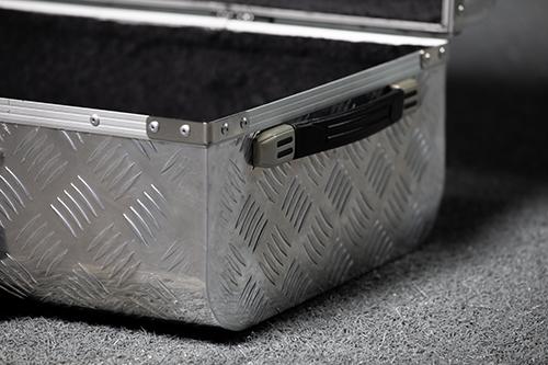スーツケースのフレームの歪み修理