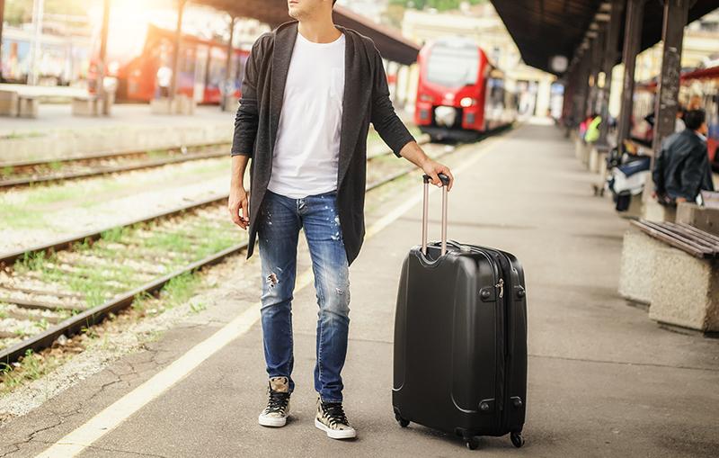 持つだけでセンスよく見える、人気のメンズのスーツケース