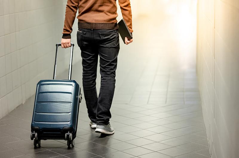 カッコよく持てる!上質な大人のメンズスーツケース|機能的でスタイリッシュなデザインが魅力の人気ブランド8選