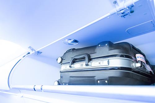 メンズスーツケースを選ぶ際に機内に持ち込めるサイズかどうか調べる